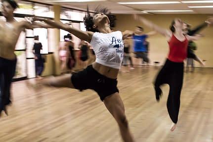 dancing class,dancing women