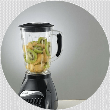 a juicer with fruit, kiwi