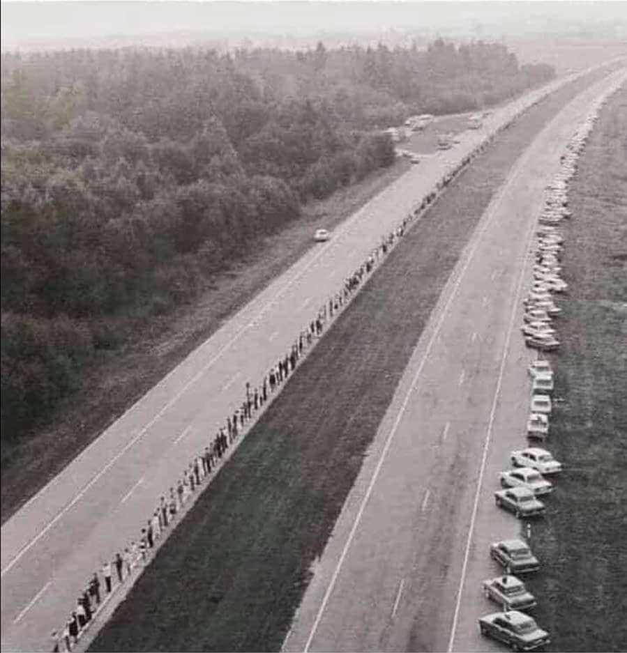 1989, solidarnosc of the Baltic countries who formed a human chain